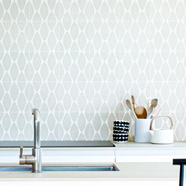 Zementfliesen in einer modernen Küche