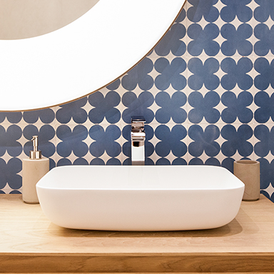 Cement tiles in a modern bathroom in Madrid