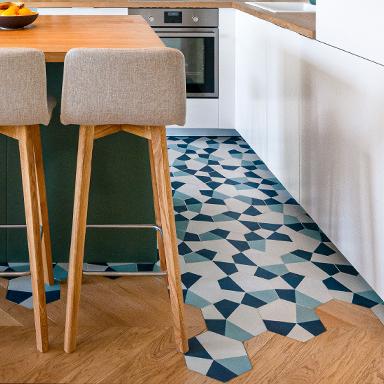 Hexagonale Zementfliesen in einer Modernen Küche in Paris