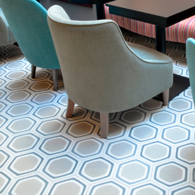 Carreaux de ciment dans un plancher de salle d'attente confortable